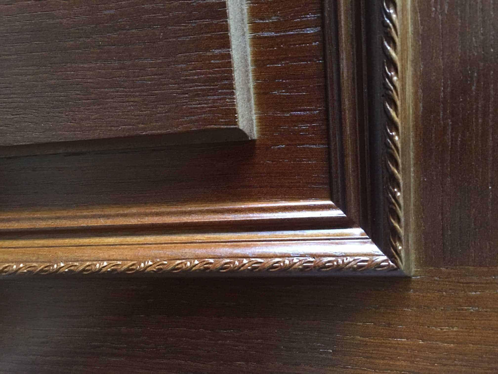 Покраска шпонированных дверей