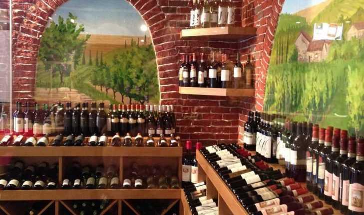Изготовлено торговое оборудование для винной зоны «Кулинариума»