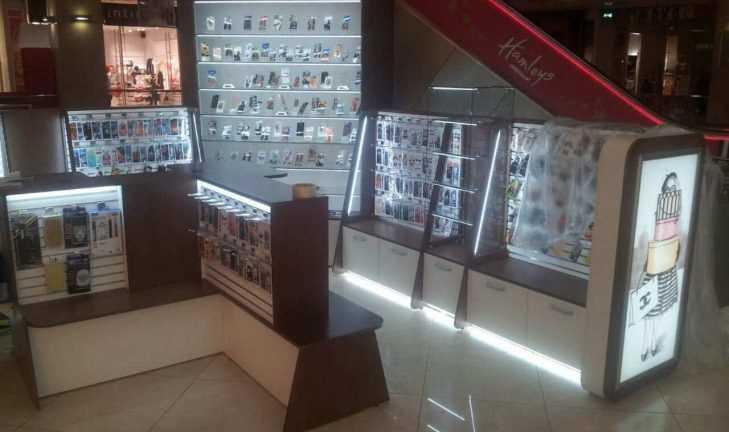 Монтаж торговой мебели под аксессуары для телефонов в ТЦ «Европейский»