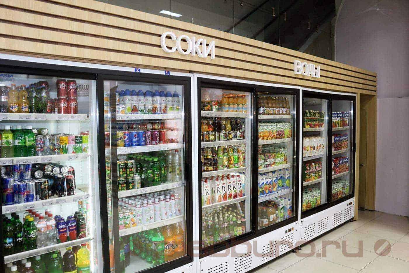 Что делалось: произведен апгрейд холодильных витрин, создание декоративного фриза с буквами и с обшивкой входной зоны, боковин.