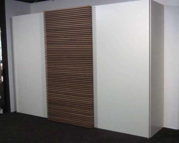 Шкаф-купе Cinetto с деревянной вставкой