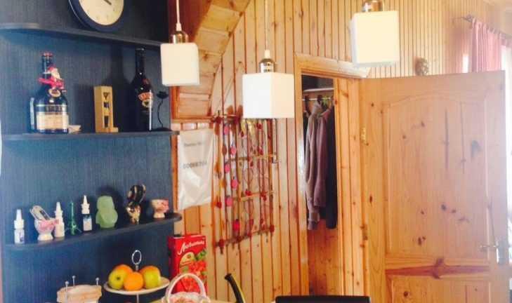 Барная стойка для кухни, часть мебели для дачи