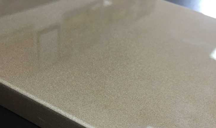 Эффект «металлик» на медном кухонном фасаде