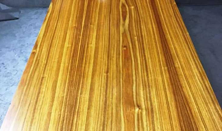 Покраска натурального шпона из древесины