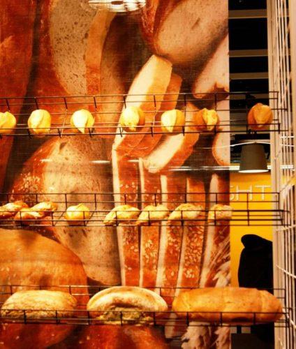 Выкладка хлеба