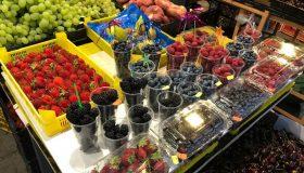 Красивая выкладка овощей на рынке